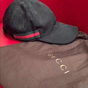 5bf5994da27 Men s Black Gucci Hats on Poshmark